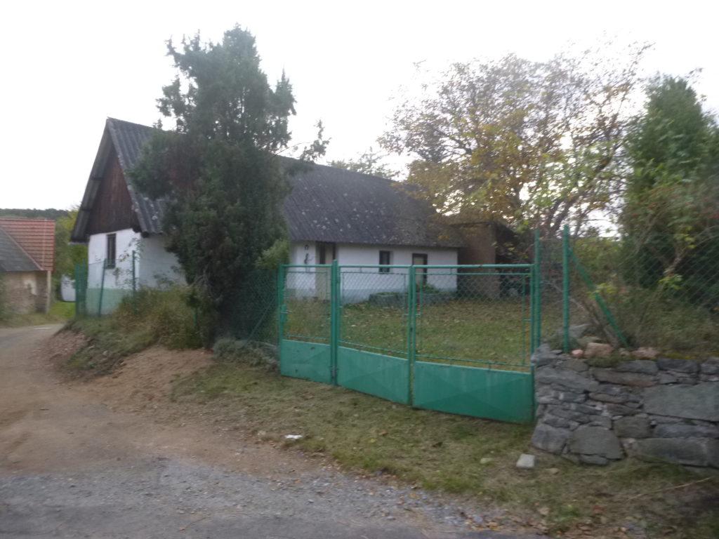 Dražba podílu id. 1/4 na RD v obci Jablonná, okres Příbram