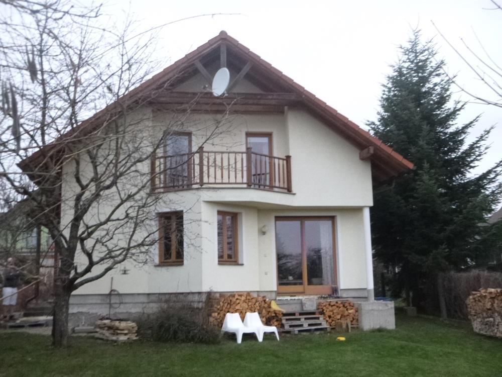 Dražba RD a spoluvlastnického podílu o velikosti id. 1/2 na pozemku a zahradě v obci Hradec Králové, místní část Pouchov